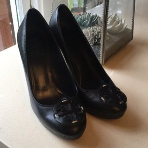 Shoes - Beautiful TORY BURCH classic logo heels